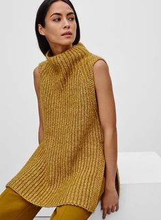 <p>A striking layering piece in alpaca-blend yarn</p>