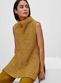 <p>A striking layering piece in alpaca-blend yarn</p>