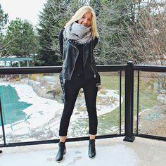 Aujourd'hui notre coup de coeur #lookdujour vient de @cassandralyndee avec son look de transition de saison on point!  Tu veux toi aussi te retrouver en vedette sur l'accueil du site? Utilise le tag @lookdujour_ca avec le #lookdujour  #lookdujour #ldj #ootd #cozy #spring #leatherjacket #modemtl #style #pretty #outfitideas #cestbeau #inspiration #onaime #regram  @cassandralyndee