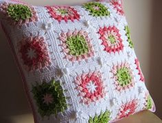 Crochet Pillow Patterns Part 7 - Beautiful Crochet Patterns and Knitting Patterns Crochet Afgans, Crochet Wool, Cute Crochet, Beautiful Crochet, Crochet Pillow Cases, Crochet Cushion Cover, Crochet Cushions, Crochet Motif Patterns, Crochet Pillow Pattern