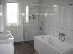 Linear 324 - Kolekcie | Modrastrecha.sk Brick House Designs, Flat Roof House, Corner Bathtub, Corner Tub