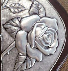 Aluminum Foil Crafts, Metal Crafts, Craft Stick Crafts, Pewter Art, Pewter Metal, Feuille Aluminium Art, Soda Can Crafts, Cultural Crafts, Plaster Sculpture