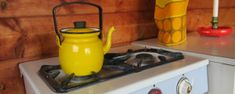Prinsessajuttu: Virkattu matto OHJE (Novita Strömsö) Kettle, Kitchen Appliances, Sweet, Diy Kitchen Appliances, Candy, Teapot, Home Appliances, Domestic Appliances, Boiler
