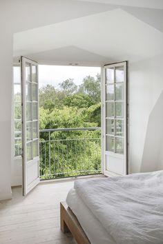 Balcony Doors, Bedroom Balcony, Balcony Railing, Bedroom Decor, Balcon Juliette, Juliette Balcony, Loft Conversion Bedroom, French Doors Bedroom, French Balcony
