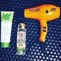 Grazie a @loiselanefitness per la sua foto in cui ci mostra i prodotti e il phon #parlux che utilizza per essere sempre al top!!  #parlux385 #parrucchiere #hairspray #instahair #style #phon #asciugacapelli #hairdryer #secador #colours #colors #italy #madeinitaly #instafollow #instagood #colori #orange #hairdressers #parrucchierando