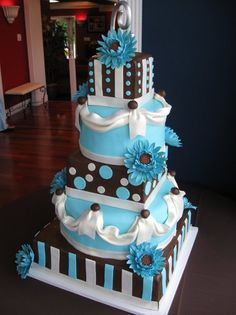 We LOVESignature Cakes by Vicki!  Th Absolute BEST!!   http://www.signaturecakesbyvicki.com/Home.html