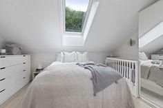 (3) BO HØYT OG FRITT I EKEBERGSKRENTEN: Nydelig 2-roms med 15,6 kvm vestvendt takterrasse med rå utsikt! - Lekre detaljer - Mulighet for P-plass - Lave f.kost - Nærhet til marka og sentrum! | FINN.no Real Estate, Furniture, Home Decor, Rome, Homemade Home Decor, Real Estates, Home Furnishings, Decoration Home, Arredamento