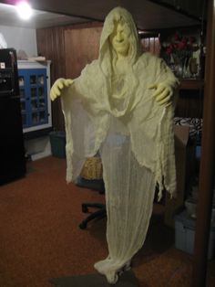 Newest generation of the Life size/Life like/Lightweight Ghosts coming. Great Halloween Costumes, Spooky Places, Ghosts, Cosplay Costumes, Creepy, Life
