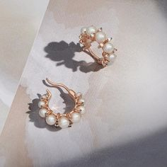 Have we died and gone to hoop heaven? Discover the whole Diamonds and Pearls col… - Pearl Jewelry Cheap Jewelry, Modern Jewelry, Vintage Jewelry, Jewelry Accessories, Fine Jewelry, Jewelry Design, Jewellery, Colar Fashion, Fashion Necklace