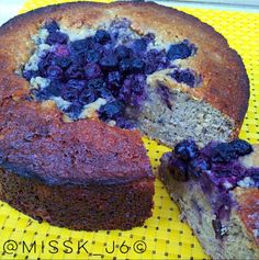 """Banana & blueberry Protein Cake   Ingredients 1c oats 2-3 medium overly ripe bananas  2 egg whites  1 c vanilla protein powder  1 small tub plain chobani Greek yogurt (170g)  2 tsp baking soda  1/3 c natural sweetener  1/4c coconut oil  1c blueberries  1 teaspoon vanilla extract ½ teaspoon salt  Method  Preheat oven to 175C and line a 10"""" round springform pan with baking paper.  Blend all the ingredients (make sure the liquids are in the bottom of the blender) except the blueberries  Pour…"""