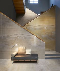 Oro, onyx sense from porcelain tiles - fliesen. Interior Stairs, Interior Architecture, Interior And Exterior, Marble Stairs, Marble Wall, Wall Design, House Design, Large Format Tile, Artistic Tile