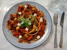 Tzatziki, Pavlova, Spaghetti, Keto, Ethnic Recipes, Food, Red Peppers, Essen, Meals
