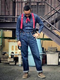 リーバイスヴィンテージクロージングのデニムシャツにデニムパンツとフィルソンのサスペンダー合わせです。