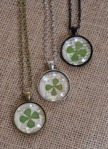 Clover Leaf Necklace tutorial, via Craft Gossip
