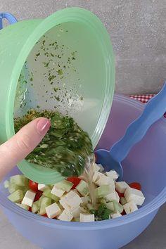 Tomaten-Feta-Salat mit Kichererbsen Mole, Bbq, Low Carb, Snacks, Zucchini, Dressing, Beauty, Pictures, Salad With Tuna