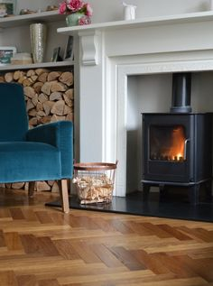 A roaring fire, sumptuous velvet and warm oak parquet floor sets the mood in this lovely London home.