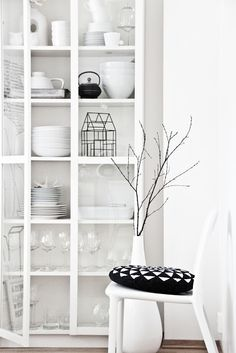 Black & white kitchen storage