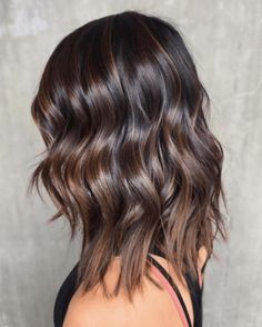 Trendy Hair Color : Chocolate brown hair looks very beautiful and 'tasty' as it reminds of t… Brown Hair Balayage, Brown Hair With Highlights, Hair Color Balayage, Wavy Hair, New Hair, Shiny Hair, Hair Bangs, Short Hair Cuts, Short Hair Styles