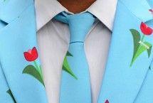 Lichtblauw pak met tulpen | #tulpen #tulips #amsterdam #mannenpak #feest | ZOOK.nl