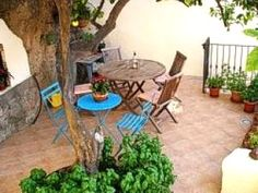 THE 10 BEST Bosa Cottages, Villas (with prices) - Find Holiday Homes and Apartments in Bosa, Italy Sardinia Holidays, House By The Sea, Luxury Holidays, Outdoor Furniture Sets, Outdoor Decor, Trip Advisor, Lemon, Villa, Cottage
