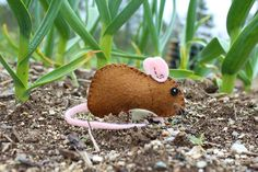 Make this felt DIY Gentle Garden Mouse with the free pattern from Downeast Thunder Farm.