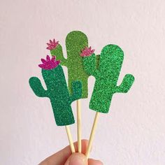 Glitter Cactus Cupcake Toppers via Etsy.- Glitter Cactus Cupcake Toppers via Etsy. Glitter Cactus Cupcake Toppers via Etsy. Mexican Party Decorations, Summer Party Decorations, Garden Decorations, Cupcake Decorations, Flamingo Party, Kaktus Cupcakes, Deco Cactus, Cactus Cactus, Cacti