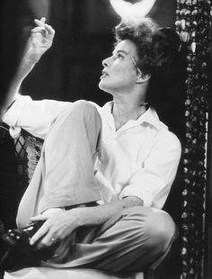 Katharine Hepburn during the filming of A Long Day's Journey into Night, Photo by Bob Henriques. Ruth look. Golden Age Of Hollywood, Vintage Hollywood, Hollywood Glamour, Hollywood Stars, Classic Hollywood, Katharine Hepburn, Divas, Iconic Women, Classic Movies