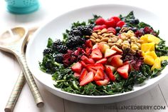 best kale summer salad the balanced berry Italian Recipes, Beef Recipes, Soup Recipes, Drink Recipes, Healthy Salad Recipes, Healthy Snacks, Vegetarian Recipes, Comidas Light, Summer Salads