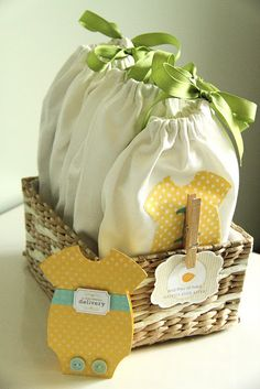 60 Popular Baby Shower Homemade Presents: Homemade presents for baby showers are easier than you think! Here are 60 incredible free patterns with pictured tutorials on how to make a gift for a newborn or baby shower gifts. These homemade gift ideas fo Cadeau Baby Shower, Baby Shower Gifts, Homemade Gifts, Diy Gifts, Homemade Bags, Do It Yourself Baby, Diy Bebe, Shower Bebe, Go Bags