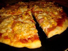 Mire kihozza a futár, játszva megsüthetsz két pizzát, arról ne beszéljünk, hogy a kereskedelmi árak töredékéért :-) Hihetetlenül egyszerű... Garlic Bread, Hawaiian Pizza, Winter Food, Food And Drink, Yummy Food, Cheese, Vegetables, Health, Recipes