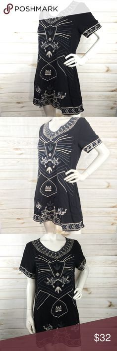 Monoreno Embroidered Tunic Dress In excellent condition May be worn as a tunic or dress. Has beautiful Embroidered details. SH2 Monoreno Dresses Mini