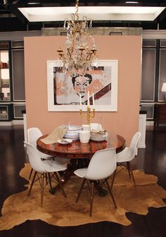 Antique round table with mid-century chairs. Asymmetrical cow hide rug defines s… Antique round table with mid-century chairs. Midcentury Modern Dining Table, Antique Dining Tables, Round Table And Chairs, Round Dining Table, Dining Sets, Dining Rooms, Living Room 2017, Cow Hide Rug, Hide Rugs