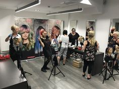 Marcus Curth für Point Cut Friseure Hamburg und Matrix Haircare & Haircolor in der Loreal Akademie Leipzig: Impressionen #COLORMELTING mit der aktuellen Kollektion. Danke für den tollen Tag #marcuscurthseminare #pointcutter #friseurschule #friseurhandwerk #matrixhair #matrixcolor #matrixeducation #ichwillmatrix