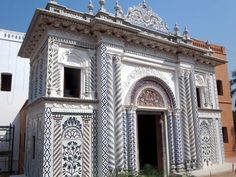 The ornate main entrance to the Sadarbari Palace at Sonargaon near Dhaka, Bangladesh, is inlaid with blue and white tiles. India Architecture, Dhaka Bangladesh, Main Entrance, White Tiles, Palace, Maine, Louvre, Blue And White, Building