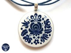 Matyó - Hľadať Googlom Washer Necklace, Pendant Necklace, Hungarian Embroidery, Clay Jewelry, Pocket Watch, Jewelery, Arts And Crafts, Pendants, Hungary