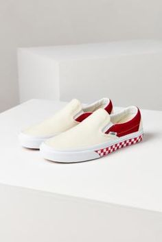 ¡Consigue este tipo de deportivas de Vans ahora! Haz clic para ver los detalles. Envíos gratis a toda España. Vans & UO Colour Blocked Slip-On Trainers - Womens UK 6: The coolest kicks on the block created exclusively for Urban Outfitters by the pros at Vans. Canvas slip-on sneakers with colour blocked uppers featuring stretchy elastic gores for easy entry when you're hitting the beach. Made with a padded ankle collar and footbed for supreme comfort all day long. Finished with their…