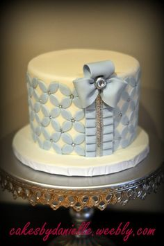 single layer cake with silver bows and accents