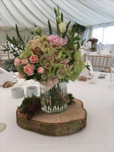 September table arrangement September Wedding Flowers, Seasonal Flowers, Table Arrangements, Restaurant, Create, Plants, Desk Arrangements, Diner Restaurant, Plant
