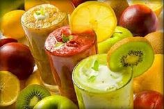 When it's boiling hot outside sometimes all you want is a thirst-quenching fruit smoothie. Making delicious, refreshing fruit smoothies is super simple and they even have the bonus of being healthy for you Fruit Smoothies, Smoothie Drinks, Healthy Smoothies, Healthy Drinks, Healthy Snacks, Smoothie Detox, Diet Detox, Cleanse Detox, Breakfast Smoothies