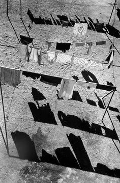 art photography seen by Mars Monochrome Photography, Urban Photography, Black And White Photography, Amazing Photography, Street Photography, Shadow Photography, Photo Black, Black White Photos, Yamaguchi