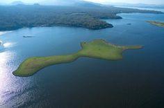 Lago de GUIJA en Santa Ana, compartido entre El Salvador y Guatemala.  Foto descargada del Fan Page en Facebook: EL SALVADOR DE AYER Y HOY (https://www.facebook.com/pages/EL-SALVADOR-DE-AYER-Y-HOY/197737380255887?sk=wall)