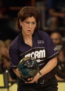 Tips: Hooking a bowling ball