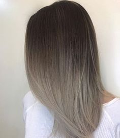 We're not sure how she does it but it's magic... If you're not using @oligoprousa #blueshampoo you're not using the best... HELP us name this color. Best name wins a full size bottle of blue shampoo. Color by @lisalovesbalayage