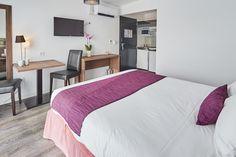 Hôtel Libéra*** - Chambre Confort de 1 à 3 personnes - à proximité de Caen en Normandie idéale pour un weekend en famille à proximité du Mont Saint-Michel, du Mémorial de Caen, des plages du débarquement et du château de guillaume le conquérant ...