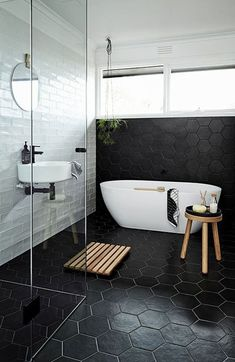 Luxurious Black And White Subway Tiles Bathroom Design bathroom bathroomdecor homedecorideas 861594972441532389 White Subway Tile Bathroom, Black White Bathrooms, Modern Bathroom, Small Bathroom, Master Bathroom, Concrete Bathroom, Bathroom Black, Vanity Bathroom, Minimalist Bathroom