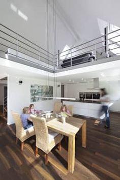 Die Küche vom Wohnzimmer trennen - wie offen wollt ihr eure Räume? Hier ein Blick in die offene Wohnküche von Koschany + Zimmer Architekten KZA.