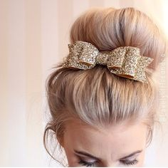 Are you interested in our glitter hair bow? With our Oversized glitter hair bow clip you need look no further. Pretty Hairstyles, Girl Hairstyles, Wedding Hairstyles, Teenage Hairstyles, Party Hairstyle, Perfect Hairstyle, Beehive Hairstyle, Hairstyle Short, Hairstyles 2018