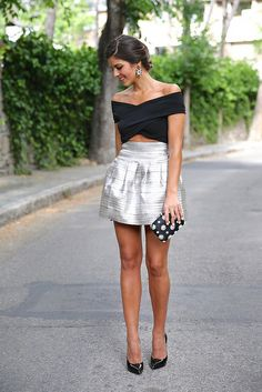 trendy_taste-look-outfit-street_style-blog-blogger-fashion_spain-moda_españa-saint_laurent-charol-crop_top-falda_plateada-silver_skirt-swaro...