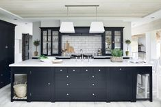 Charming Small Kitchen Design Black And White 91 In Furniture Home Design Ideas with Small Kitchen Design Black And White : Kitchen Black Kitchen Cabinets, Black Kitchens, Kitchen Paint, New Kitchen, Cool Kitchens, Kitchen Decor, Kitchen Modern, Kitchen Ideas, Kitchen Layout