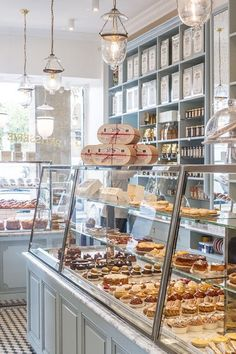 Bakery display cases design cake shop patisserie coffee countertop ideas for sale used refrigerated cas . Bakery Cafe, Cafe Bar, Bakery Decor, Bakery Store, Cafe Shop, Bakery Design, Cafe Design, Bakery Ideas, Bakery Interior Design
